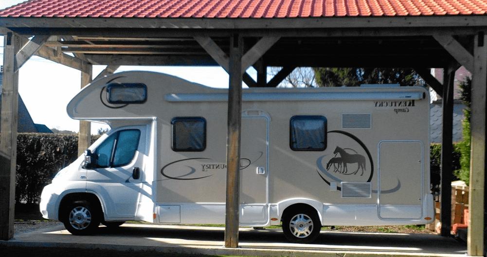 Installer un carport pour camping-car